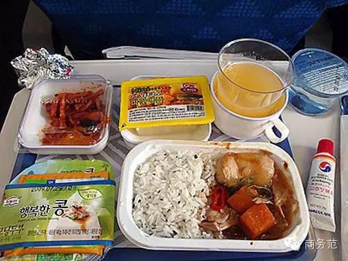 看完这27家航空公司头等舱和经济舱的饭 这么多年飞机白坐了