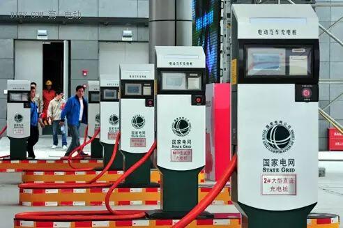 中国今年拟新增80万个充电桩,支持新能源车发展
