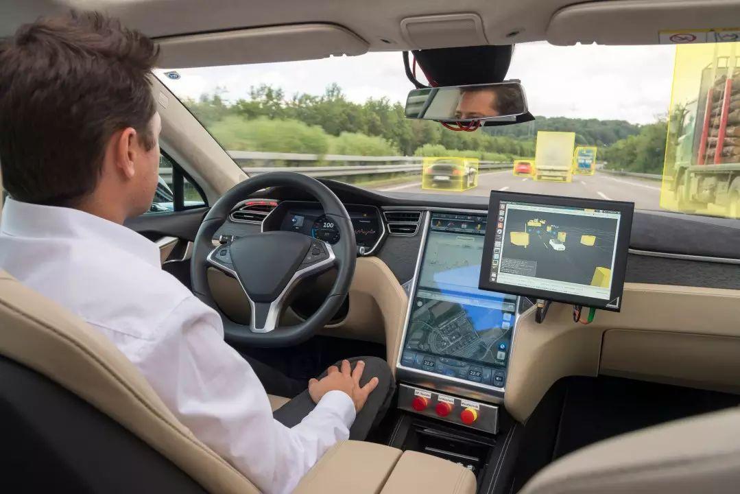 02_在人工智能的帮助下,车载电脑让汽车掌握学习能力.jpg