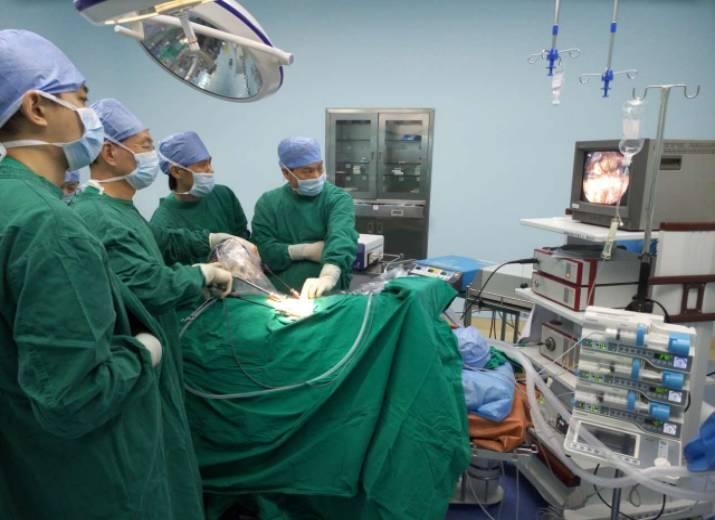 腹腔镜肾囊肿去顶减压手术.png