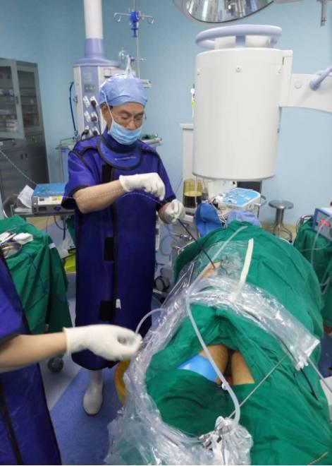 输尿管闭锁复通手术.png