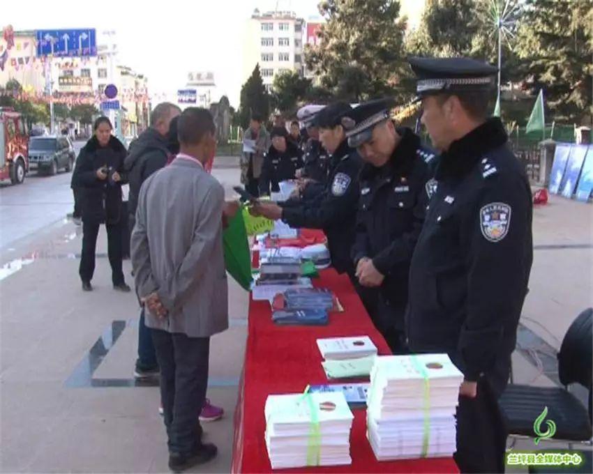 """县公安局开展""""110宣传日"""" 活动"""