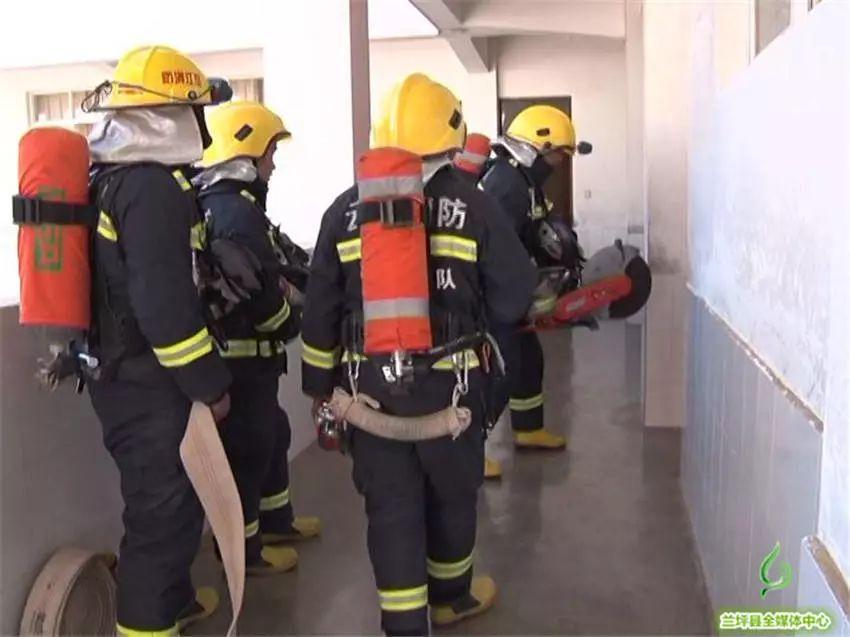 县公安消防大队、县森林防火宣传工作组分别开展消防安全和森林防火宣传进校园活动