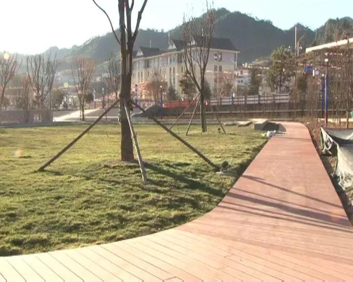 金顶镇旅游特色小镇项目实现封顶120幢37户建档立卡贫困户率先交房