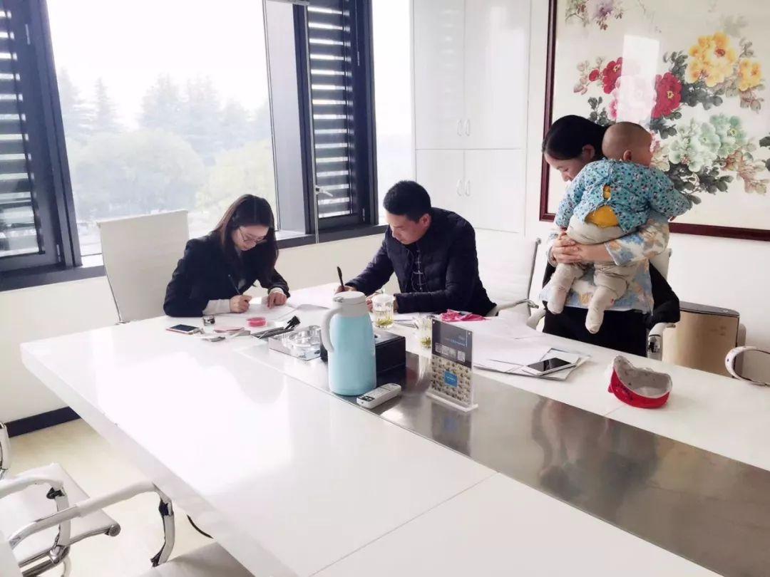 热烈祝贺陆总签约创绿家浙江省县级代理!