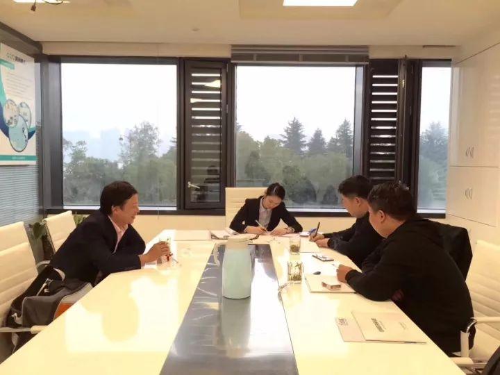 热烈祝贺魏总、吴总、杨总签约创绿家陕西省市级代理!